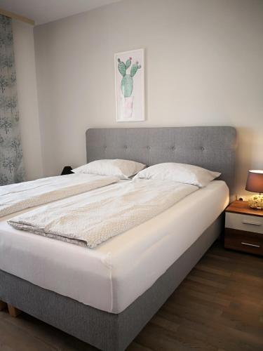 Una cama o camas en una habitación de Apartments Casa Ivano