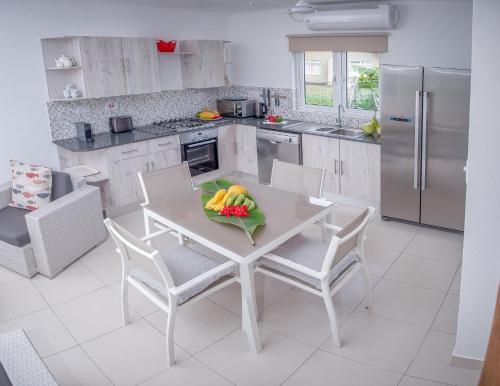 A kitchen or kitchenette at Villas Coco Beach Praslin