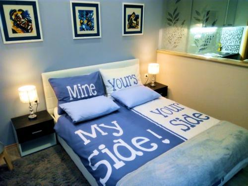 Posteľ alebo postele v izbe v ubytovaní Art Gallery Apartment