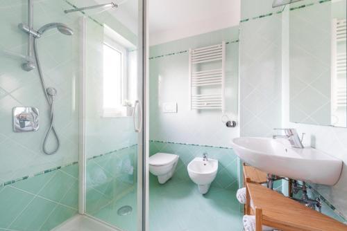 A bathroom at mrg home holiday