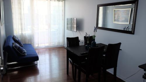 Una televisión o centro de entretenimiento en Santiago Wine Rent Apartments