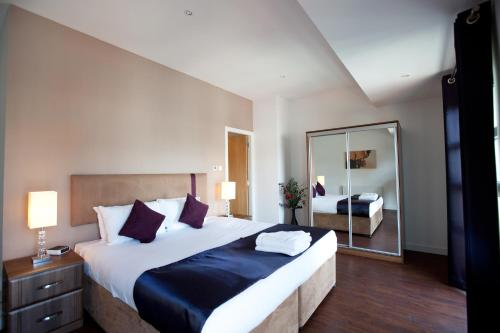 A bed or beds in a room at The Spires Glasgow
