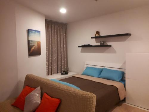 A bed or beds in a room at Acqua Apartment
