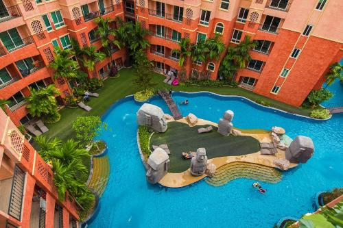 A view of the pool at Seven Seas Resort Pattaya or nearby