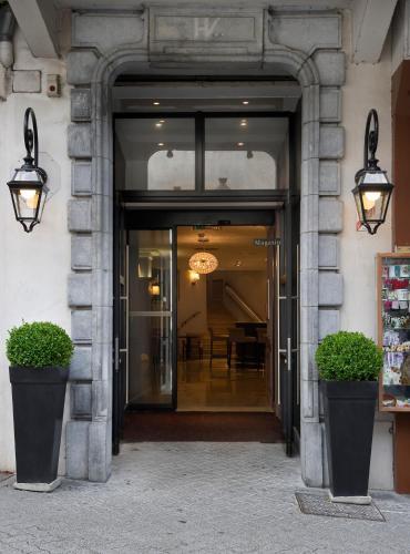 The facade or entrance of The Originals City, Hôtel Astoria Vatican, Lourdes (Inter-Hotel)