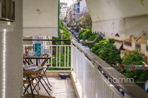 Ein Balkon oder eine Terrasse in der Unterkunft 101m² Renovated Apartment in Koukaki