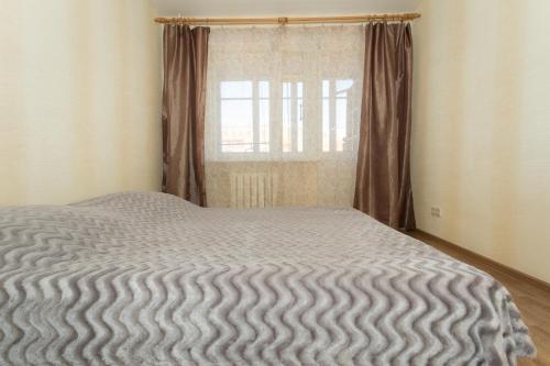 Een bed of bedden in een kamer bij Apartament's Mayorov House at Maksima Gorkogo 158