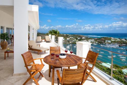 A balcony or terrace at Paradiso