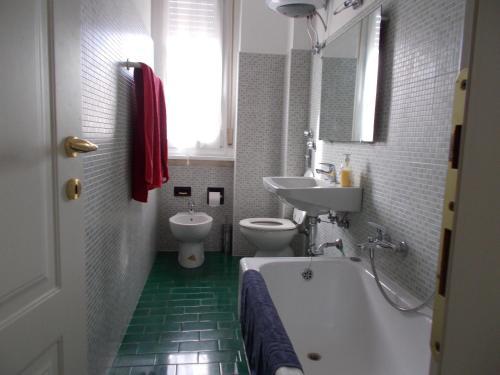 A bathroom at Donnafugata