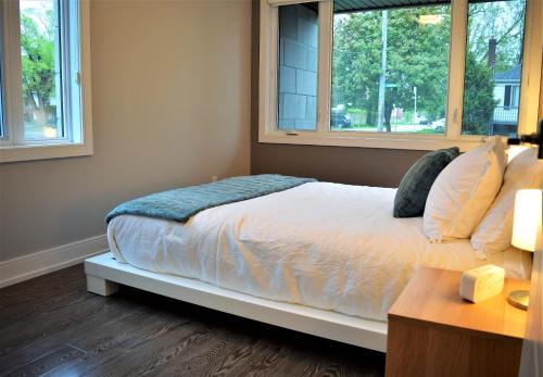 A bed or beds in a room at Simply Luxury Stays