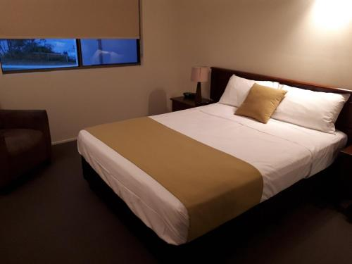 A bed or beds in a room at L'Amor Holiday Apartments