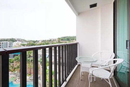 A balcony or terrace at The Beach Apartment