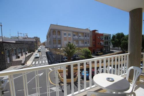 A balcony or terrace at Apartamentos Isla Tenerife Sur