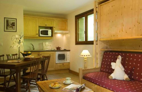 A kitchen or kitchenette at Résidence Tournette