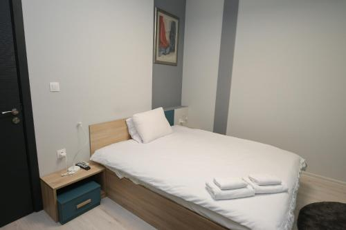 A bed or beds in a room at Il Mondo Apartments