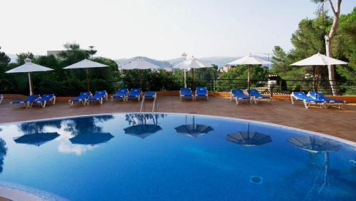 The swimming pool at or near Valentin Park Apartamentos