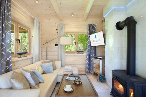 Część wypoczynkowa w obiekcie SeaUSasino - Dom Ocean - Luksusowe Drewniane Domy z Kominkami