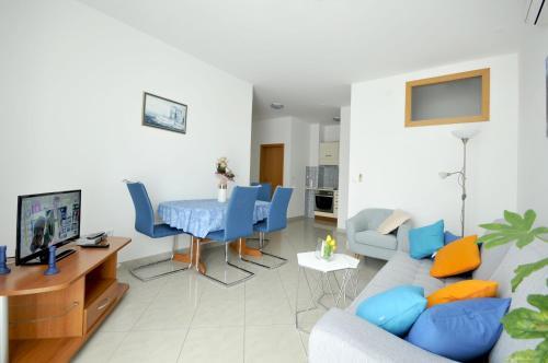 A seating area at Apartmani Trogir