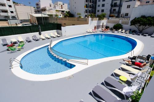 The swimming pool at or near Apartamentos Marian