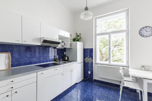 Η κουζίνα ή μικρή κουζίνα στο Romantic And Bright Apartment Near Underground Station