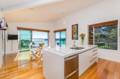 Cuisine ou kitchenette dans l'établissement Aqua Cove