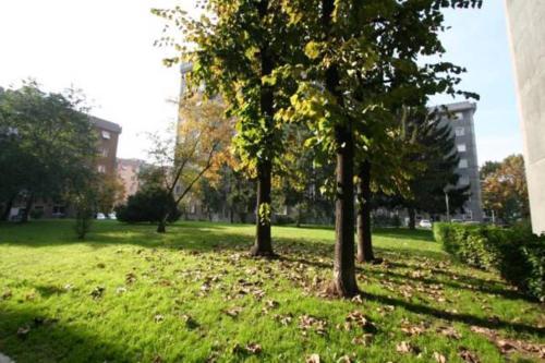 A garden outside Affittimoderni Milano White