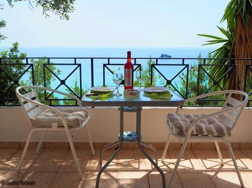 A balcony or terrace at Yaliskari Beach