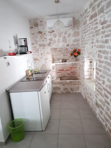 A kitchen or kitchenette at Studio OldTown