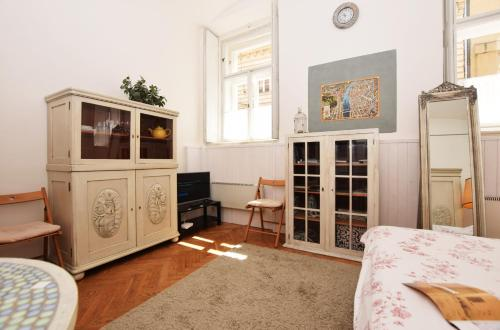 Coin salon dans l'établissement Romantic Apartment Prague