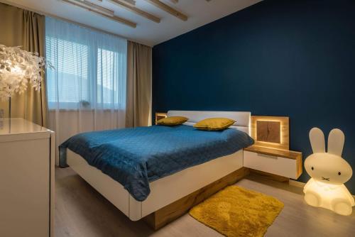 Posteľ alebo postele v izbe v ubytovaní Apartmanica Triangel 103