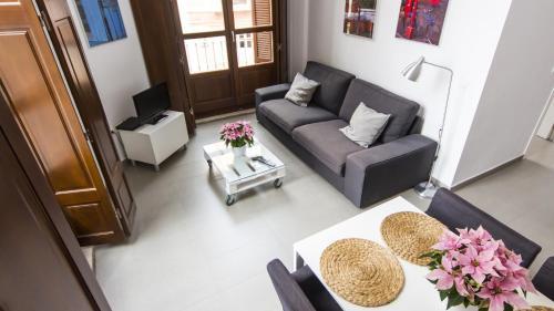 A seating area at Apartamentos Málaga Picasso