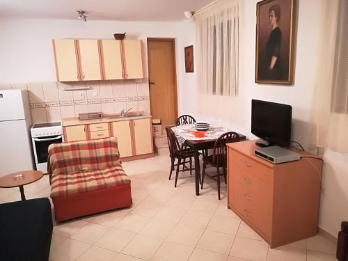 A kitchen or kitchenette at Studio Apartment Palma