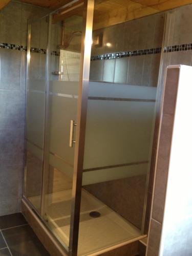 A bathroom at Au cœur du bois