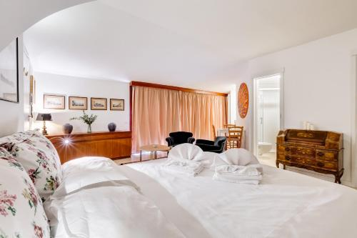 A bed or beds in a room at Al Portico 39 apartment with terrace