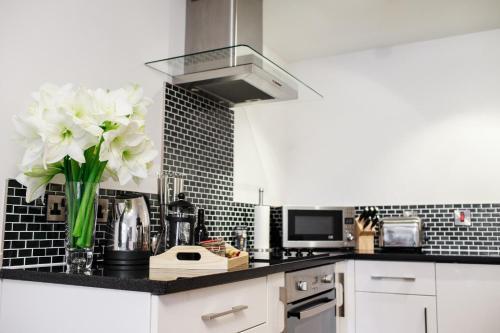 A kitchen or kitchenette at Fishergate Apartments