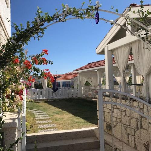 Alacati Alaris Hotel