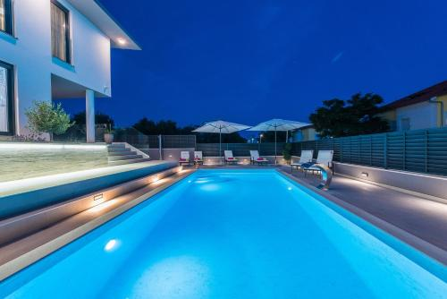 The swimming pool at or close to Villa Franica