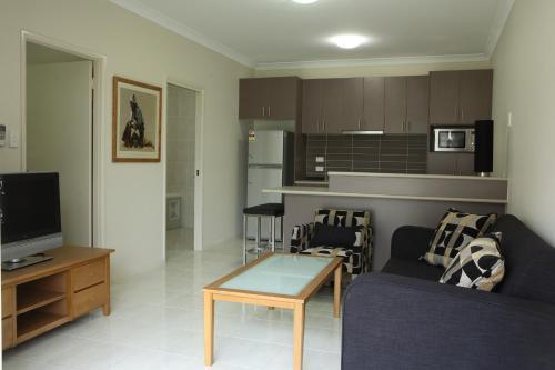 A kitchen or kitchenette at Emerald Inn