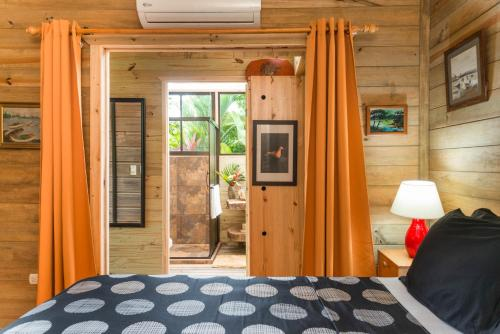 A bed or beds in a room at Casa Mediterránea near Beach and Rain Forest