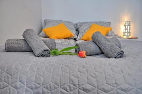 Cama ou camas em um quarto em Second Home Apartment Piłsudskiego