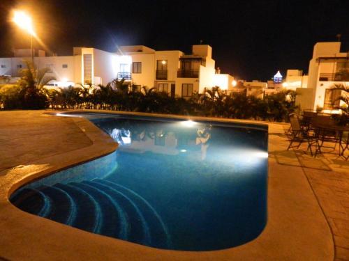 The swimming pool at or near Departamento Casa Carlo