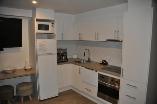 A kitchen or kitchenette at White Crystal Apartments