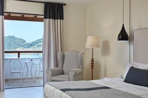 Ein Bett oder Betten in einem Zimmer der Unterkunft Skiathos Luxury Living