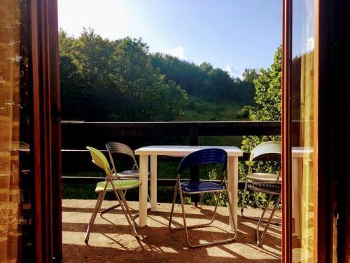 Ein Balkon oder eine Terrasse in der Unterkunft Šumski dvor