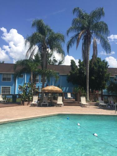 The swimming pool at or close to Parrilla Vacation Rental