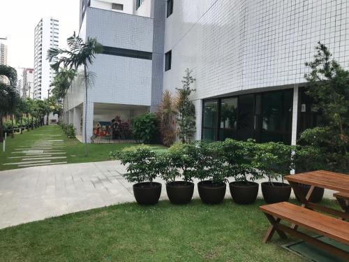 A garden outside Apto Luxo Boa Viagem LocDay