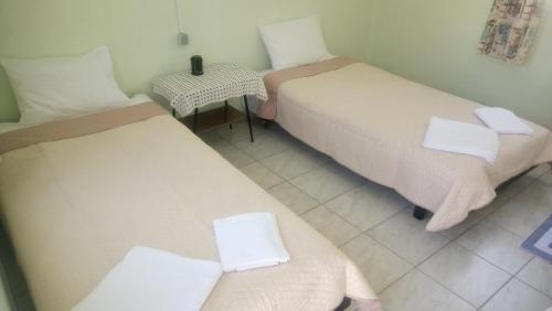 Łóżko lub łóżka w pokoju w obiekcie Manthos Casa