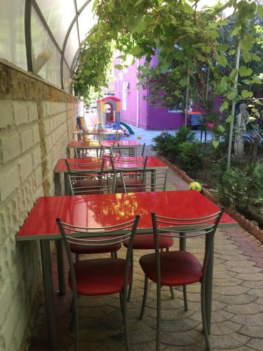 A restaurant or other place to eat at Leoregul Guest House