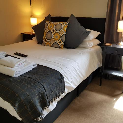 A bed or beds in a room at Crown Inn
