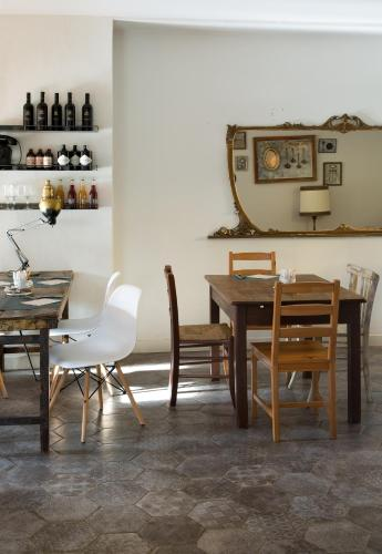 A restaurant or other place to eat at Brusco rooms